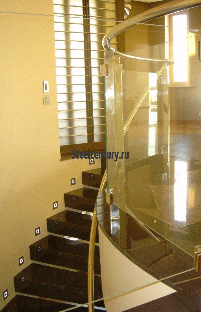 Лестница в офис из металла